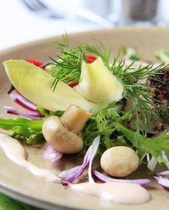 Салат из шампиньонов с сырным соусом
