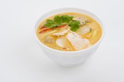 Суп-пюре из цыпленка с орехами