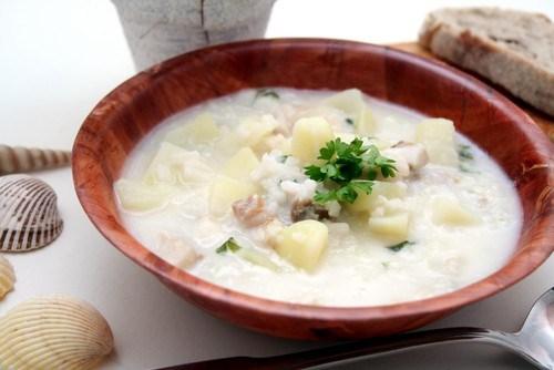 Сливочный суп из рыбы с грибами и кольраби