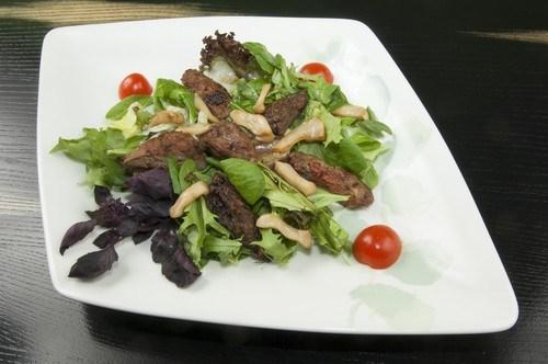 Салат из рубца с зеленью и арахисом