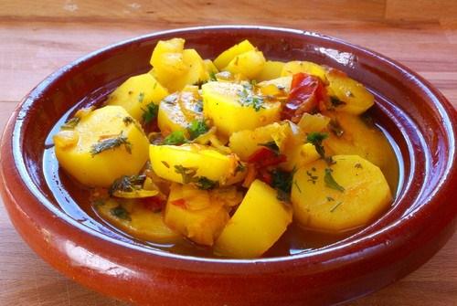 Картофельный салат с клюквой и яблочным соусом