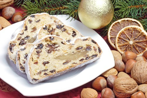 Сладкий хлеб с сухофруктами и марципаном