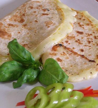 Тортильи с сыром и орегано на гриле