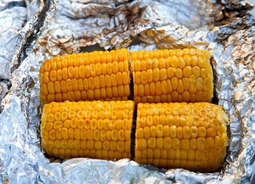 Ароматная кукуруза на гриле с лаймовым маслом