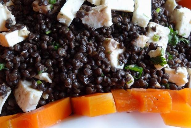 Салат из черной чечевицы «белуги» с козьим сыром и маринованной тыквой