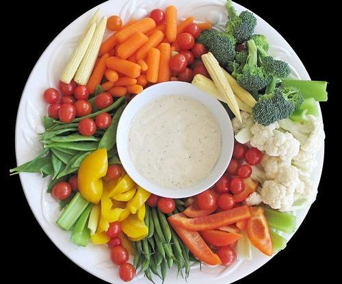 Овощные палочки с соусами