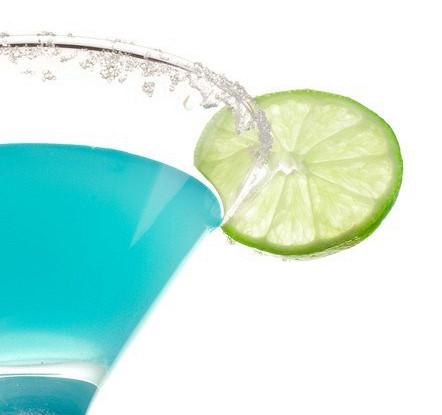 Коктейль «Голубая лагуна» с лимонным соком