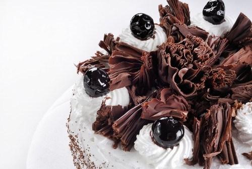 Шоколадный торт с нугой