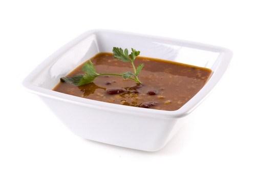 Суп-пюре из черной фасоли и кориандра