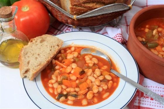 Тосканский томатный суп с фасолью