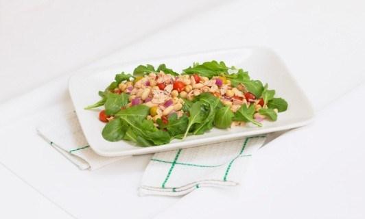 Салат из рукколы, тунца и белой фасоли
