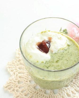 Яичный десерт с зеленым чаем и бренди