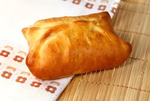 Хлеб с сырно-мясной начинкой