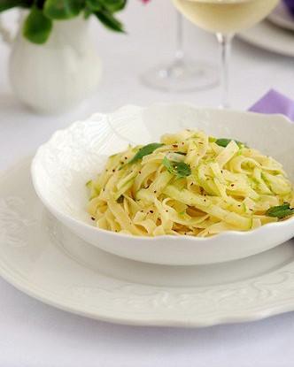 Спагетти с молодым картофелем и цукини