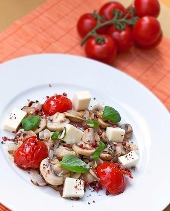 Салат из шампиньонов с моцареллой
