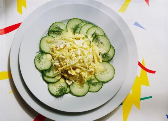 Огуречный салат с укропом и фетой
