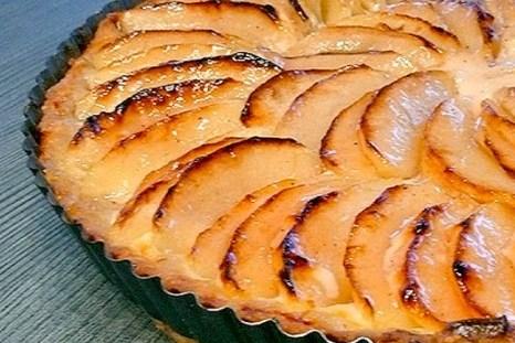 Яблочный тарт со сметаной