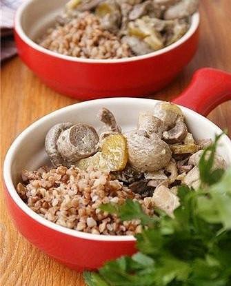 Телячьи почки с грибами в сметанном соусе