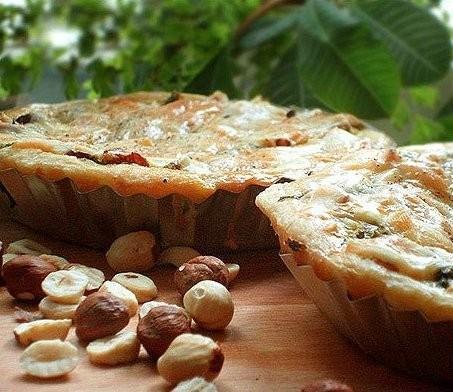 Киш с козьим сыром и лесными орехами