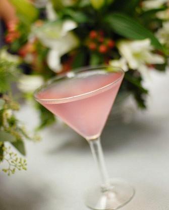 Пунш из розового вина с клюквенным соком