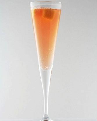 Коктейль из шампанского с коньяком