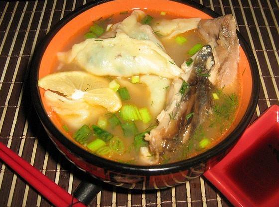 Рыбный суп с креветочными пельменями