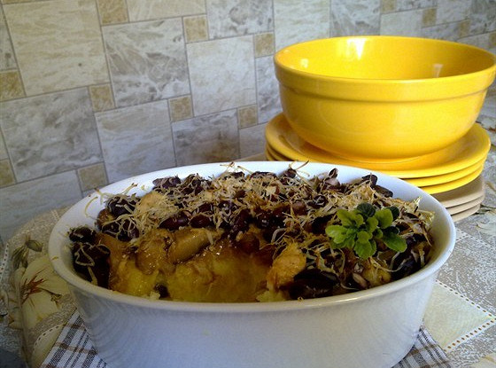 Запеканка из картофеля с курицей и фасолью