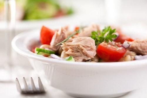 Салат с тунцом и фасолью по-тоскански