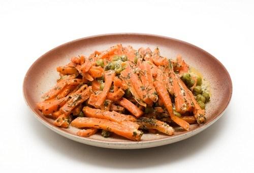 Закуска из моркови и зеленого горошка