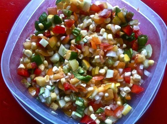 Сальса с персиками и кукурузой
