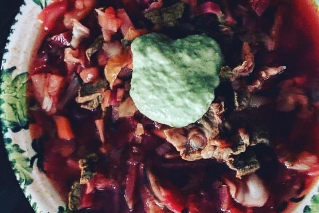 Борщ с зеленой сметаной