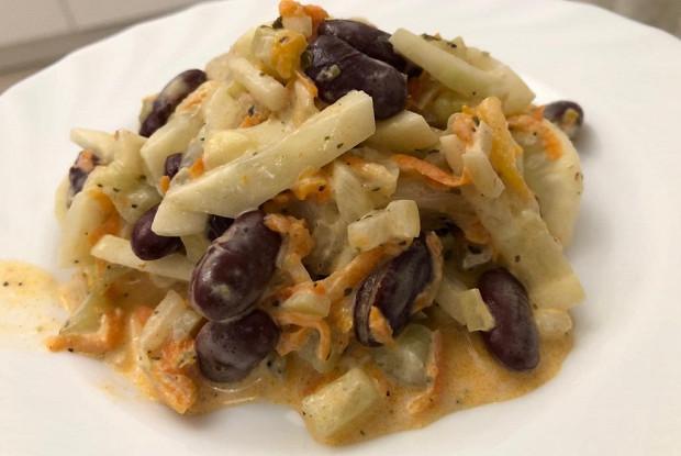Салат с фасолью и кабачком