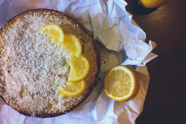 Пирог с лаймом и кокосовой стружкой