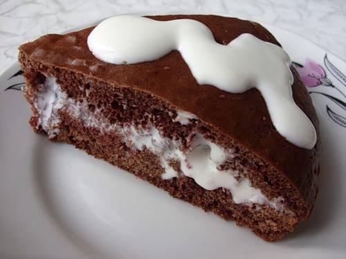 Шоколадный бисквит с кремом и грецкими орехами