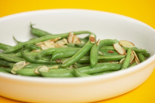 Салат из зеленой фасоли и фундука