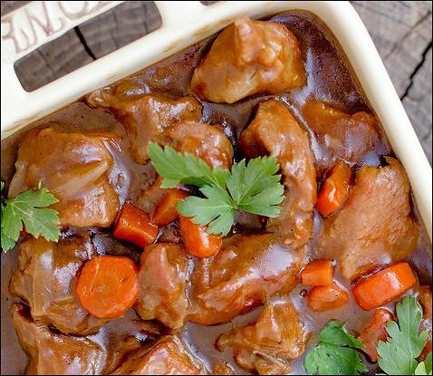 Тушеная говяжья лопатка (Stout Beef Stew)