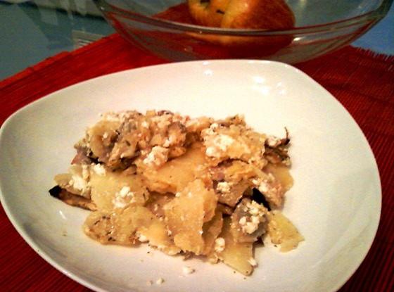 Запеченный топленый картофель с ветчиной и луком