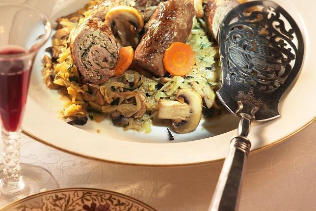 Социски из ломтя говядины с капустой по-фламандски