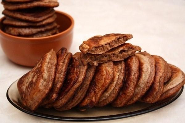 Шоколадные оладьи с грецкими орехами