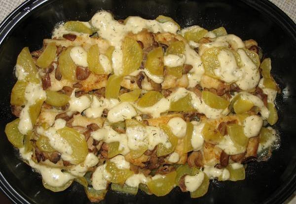 Картошка с курицей и грибами, запеченная в молоке