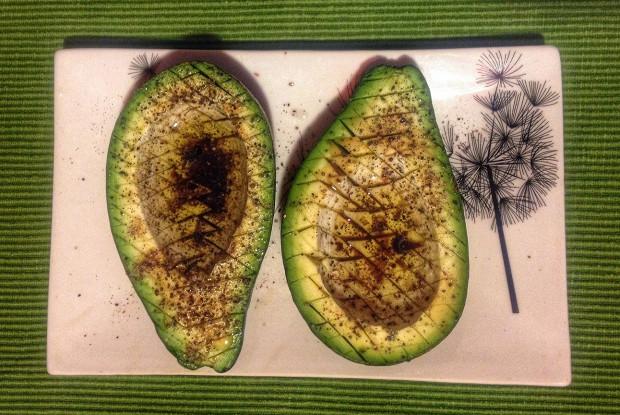 Авокадо с соком лайма и соевым соусом