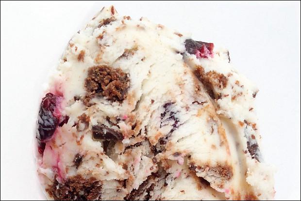 Мороженое со вкусом торта «Черный лес»