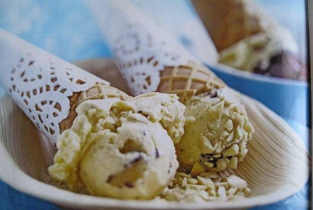 Ароматное мороженое из творога и сгущенного молока