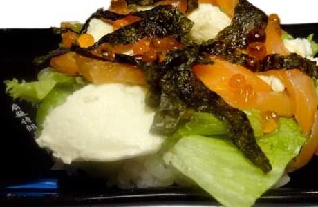 Салат с лососем и сливочным сыром