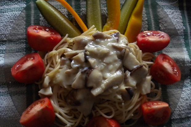Спагетти с  соусом из белых грибов