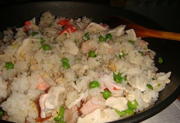 Жареный рис по-шанхайски с крабовым мясом