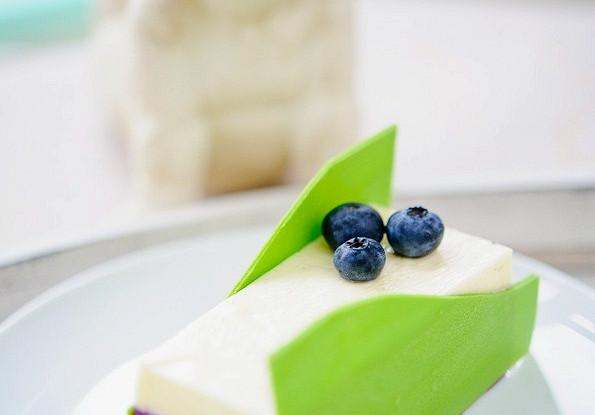 Десерт черносмородиновый с голубикой