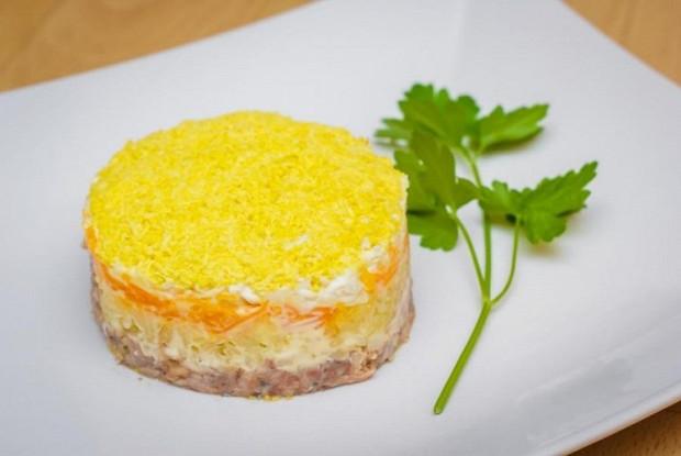 Салат «Мимоза со сливочным маслом»