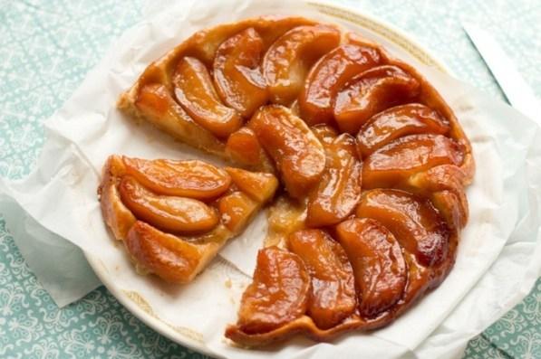 Яблочный пирог вверх дном с карамелью