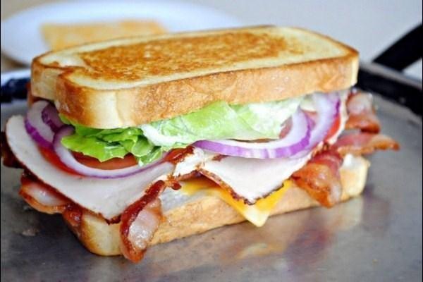Клаб-сэндвич с беконом
